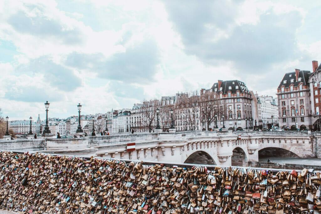 common scams in paris