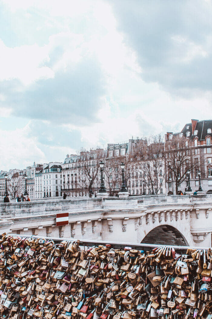 10 Most Common Tourist Scams in Paris and How to Avoid Them