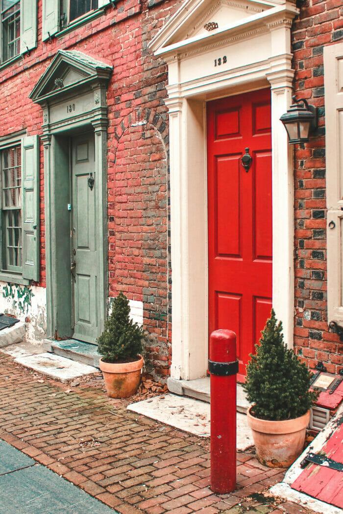 Elfreth's Alley: The Prettiest Street in Philadelphia