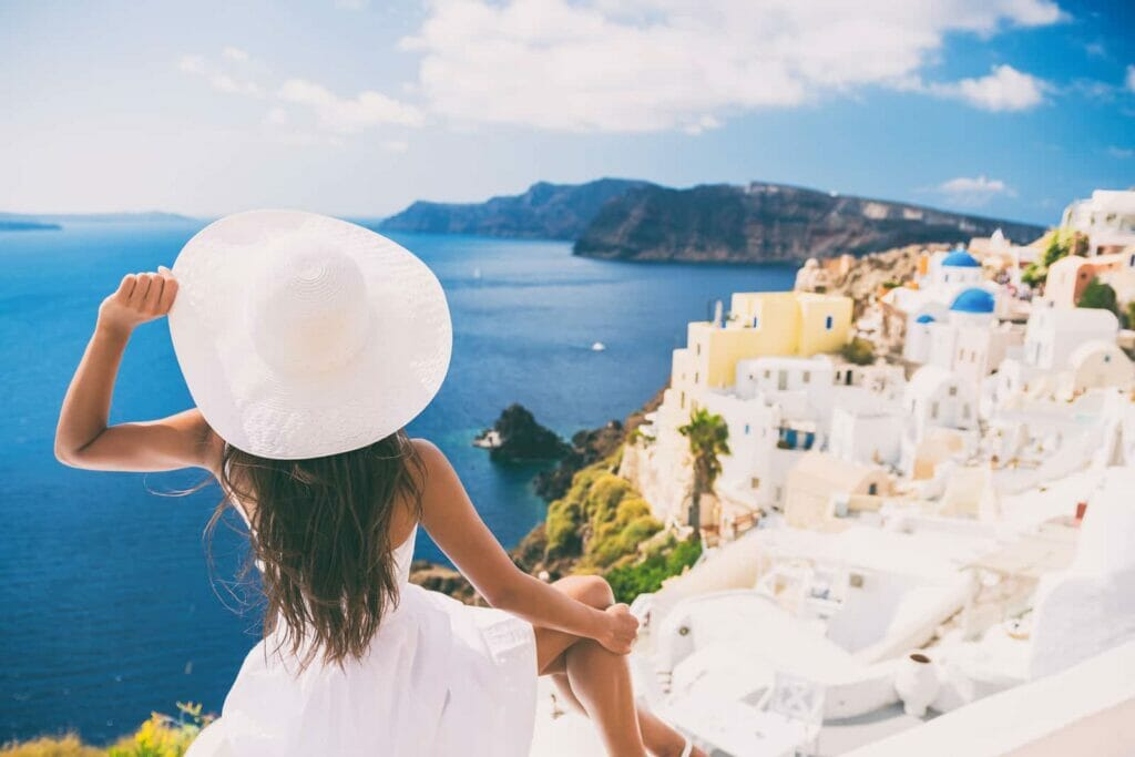 20 Amazing Jobs for People Who Love to Travel